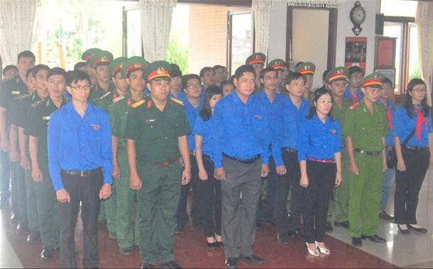 Tuổi trẻ Bình Thuận dâng hoa và viếng Chủ tịch Hồ Chí Minh nhân kỷ niệm 125 năm ngày sinh của Bác