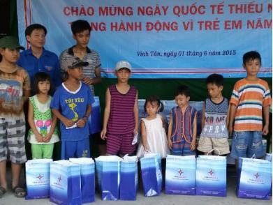 Đoàn Thanh niên Tổng Công ty và Chi đoàn Công ty Nhiệt Điện Vĩnh Tân  phối hợp tổ chức các hoạt động hưởng ứng Tháng hành động vì trẻ em năm 2015